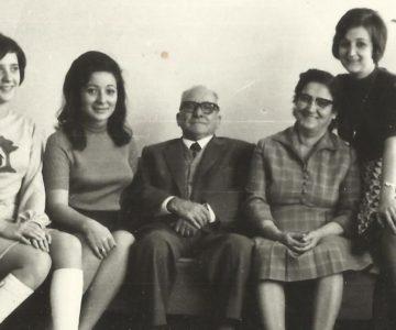 Fatma Gürel, annesi,babası ve kardeşleriyle